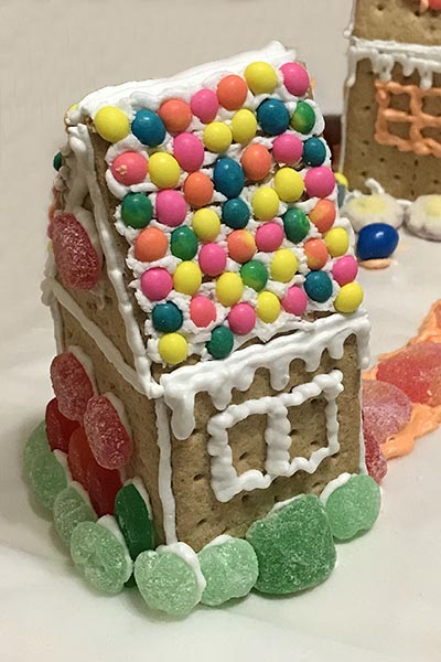 Graham Cracker Gingerbread Houses: A New Winter Family Tradition